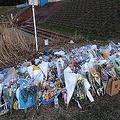現場には多くの人が上村さんを弔いに訪れている(2月28日撮影)