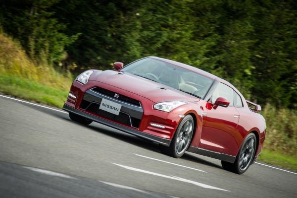 日産、スーパースポーツカー「GT-R」の15年モデルを発売