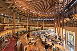 英語の書籍を中心に6万8000冊の蔵書がある「24時間眠らない図書館」(写真提供=国際教養大学)