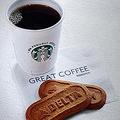 コーヒーはリサイクル可能なカップで提供。デルタ航空では年間で6800万杯のカップが使われることを見込んでいる(画像:デルタ航空)。