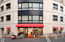 オンワード、自転車専門ショップ サクラを買収
