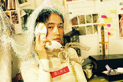 フォトグラファー、モニカ・モギによる写真展が開催 - テーマは「初夢」