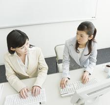 """意外!? 働く女子の75.2%が、""""男性上司のほうが仕事がしやすい""""と回答!「おっさんキラーなので」"""