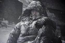 凍結する阿部寛  - (C)2016「エヴェレスト 神々の山嶺」製作委員会