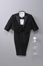最も小さいテーラードスーツがギネス認定 はるやま商事製作