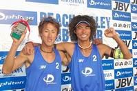 優勝した山本辰生(左)と森川太地