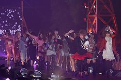 ガールズアワード2011開幕、人気ブロガーゆんころ&ねもやよもランウェイに
