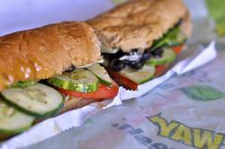 サンドイッチチェーンで使われている「鶏肉」のDNA調査をめぐる議論