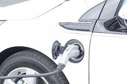 車の給油は半分にして重量を軽くしてガソリン代を節約