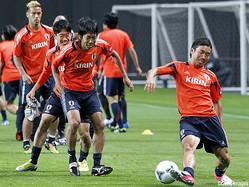 日本代表で一緒にプレーした経験もあるMF中村憲剛とDF長友佑都