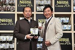 イベントに登場した田崎真也さん(左)、石田純一さん