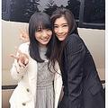 向井地美音(AKB48)と篠原涼子(画像は向井地のGoogle+スクリーンショット)