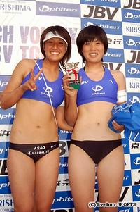 3位に入賞した浅尾(左)と西堀