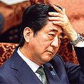 地球儀を俯瞰する外交は、むしろ日本包囲網を形成する結果に……。(時事通信フォト=写真)