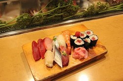 握り1貫30円から—大井町・東小路の立ち食い寿司「いさみ寿司」