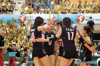 第3セット、日本は小山(左=14)石川(右=17)の新戦力2人がスタメンで出場した