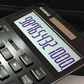 カシオ計算機のプレミアム電卓「S100」 安定感のあるキー操作が可能