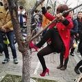 写真を撮るため桜を蹴りつける中国人 画像が投稿され非難