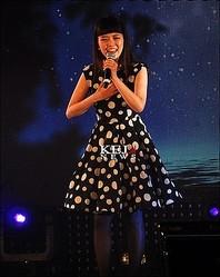 J-POPアーティストを代表して伊勢加奈子があたたかいステージを披露