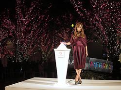 10周年六本木ヒルズ100万灯超のイルミネーション、板野友美が点灯