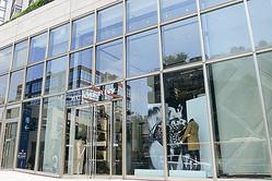 けやき坂に「バーバリー六本木」国内最大級の路面店オープン