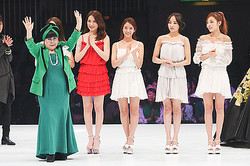 ユミカツラ×岩谷俊和 KARAを迎えドレス100着のブライダルショー開催