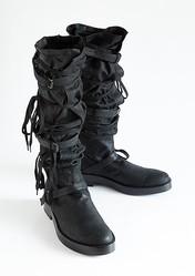 アン ドゥムルメステール、25足の靴で辿るアーカイブ展開催