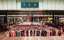 日本橋で″橋上″ランウェイ初開催 着物ショーを披露