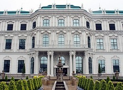 世にも珍しい宮殿の工場!愛媛県今治市にある日本食研の「KO宮殿工場」は、オーストリアのウィーンに実在する「ベルヴェデーレ宮殿」を再現した外観で話題