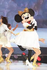 ミニーマウスがサプライズ出演「東京ランウェイ」でキャットウォーク
