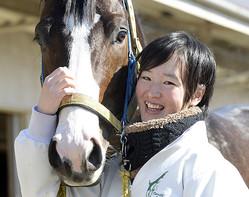藤田菜七子騎手のJRAでのデビュー戦は前年比約1億3千万円以上の売り上げ増に! (C)産経新聞社