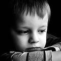 「景気が悪化すると、母親は子供に厳しくなる」—米研究