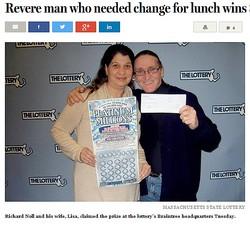 「100ドル札を崩すか…」で高額当選した米男性(画像はbostonglobe.comのスクリーンショット)