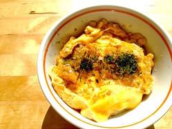 【試してみた】材料費100円以下!駄菓子の◯◯で作ったカツ丼が美味しい♪