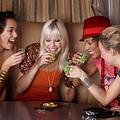 飲み会で迷惑な行動1位「飲めない人にもお酒を飲ませようとする」