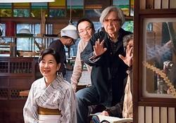 山田洋次監督と吉永小百合  - (C) 2015「母と暮せば」製作委員会