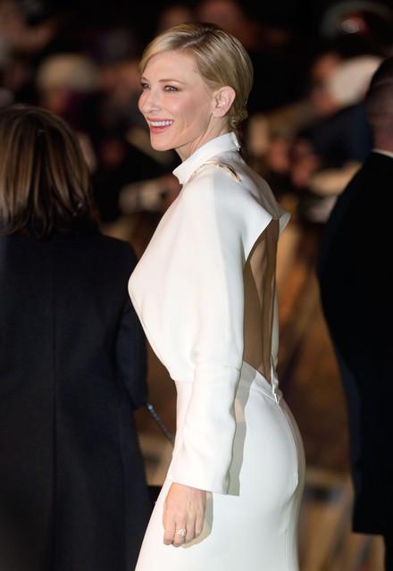 ケイト・ブランシェットが「ホビット 思いがけない冒険」ロンドンプレミアにてヴァン クリーフ&アーペルを着用