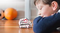 「これからのロボット」像を予言する179.99ドルのおもちゃ「Cozmo」