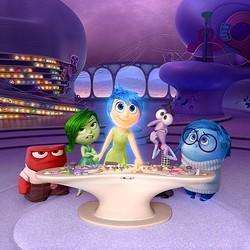 もしかしたらあなたの頭の中にも彼らが…… - 左からアンガー、ディスガスト、ジョイ、フィアー、サッドネス  - (C) 2014 Disney/Pixar. All Rights Reserved.