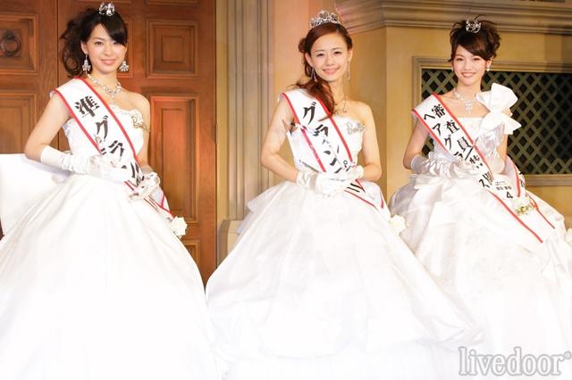 準グランプリの長澤芽美さん、グランプリの廣井佑果子さん、審査員特別賞の増田美香さん