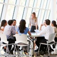 だらだら長引く会議を効率よく進めるコツ8パターン