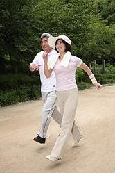 寿命にも影響する高齢者の「腰曲がり」 日常での予防法とは?