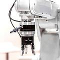 中国メディアの経済日報は5日、中国国内の製造業の現場では「人件費の上昇」などを背景に、労働者に取って代わって産業用ロボットの導入が進みつつあると論じる記事を掲載した。(イメージ写真提供:123RF)