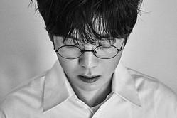 "Mad Clown、韓国4thミニアルバム「愛は地獄から来た犬」発売…""超特級フィーチャ—リング""搭載"