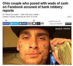 画像はnydailynews.comのスクリーンショット。Facebookに札束写真でカップル逮捕