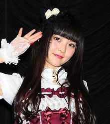 上坂すみれがデビューイベント「これからもロリータの服を着ていきたい!」