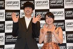 「またラブストーリーやりたい」とラブコールを送るAKB48横山由依(右)とそれにノリノリの大野拓朗(左)