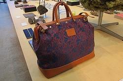 ウイリアム・モリスの伝統柄がバッグに 2012秋から本格展開