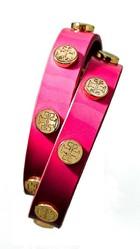 トリーバーチからピンクのレザーブレス&モバイルケース 乳がん啓発月間に限定発売