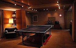 「中目卓球ラウンジ+b.」ではお酒を飲みながら卓球が楽しめる(株式会社タマス提供)